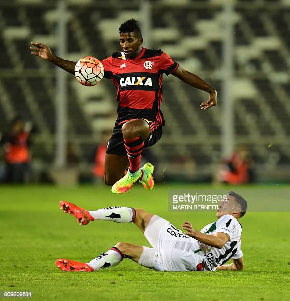 Chile´s Palestino Roberto Cereceda vies for the ball with Brazil´s Flamengo Rodinei during their Copa Sudamericana football match on September 21...