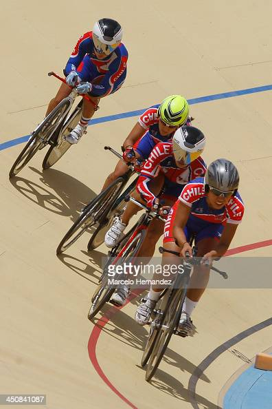 Chile's Paola Munoz competes with her team during the ciclyng event as part of the XVII Bolivarian Games Trujillo 2013 at Colegio San Agustin...