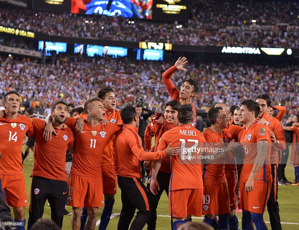 Chile's players celebrate after defeating Argentina in the penalty shoot-out and winning the Copa America Centenario final in East Rutherford, New Jersey, United States, on June 26, 2016. After extra-time Chile win penalty shoot-out 4-2. / AFP / Omar TORRES