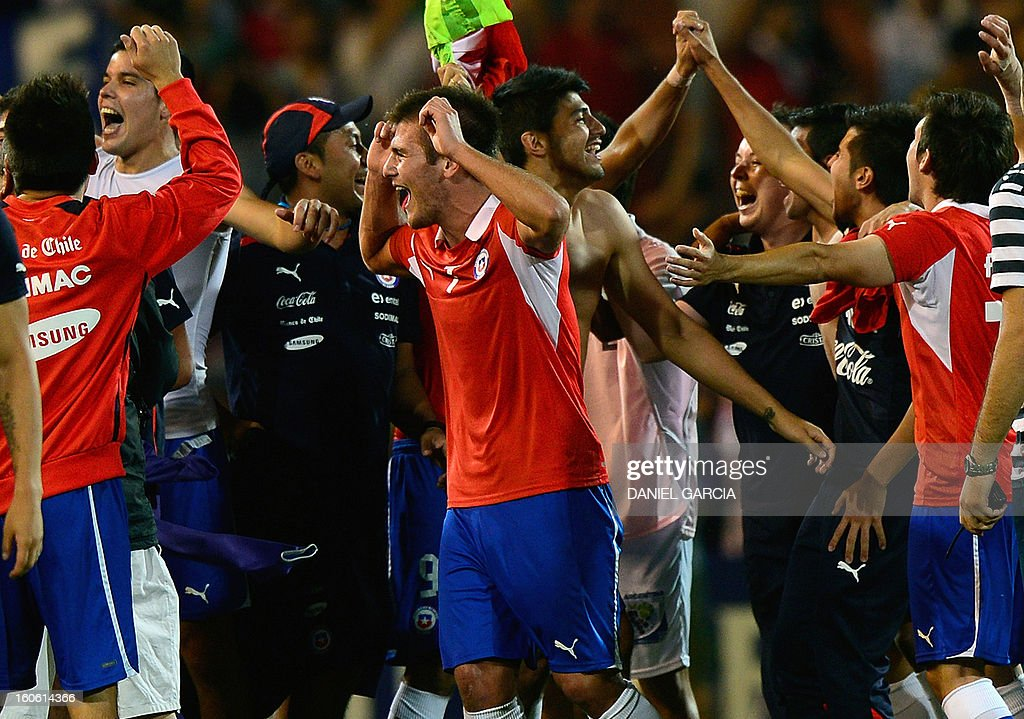 Chile's players celebrate at the end of their South American U-20 final round football match against Peru, at Malvinas Argentinas stadium in Mendoza, Argentina, on February 3, 2013. Four teams will qualify for the FIFA U-20 World Cup Turkey 2013. AFP PHOTO / DANIEL GARCIA