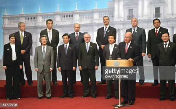Chile's President Ricardo Lagos accompanied by the APEC members' leaders delivers a speech during the closing ceremony of the AsiaPacific Economic...