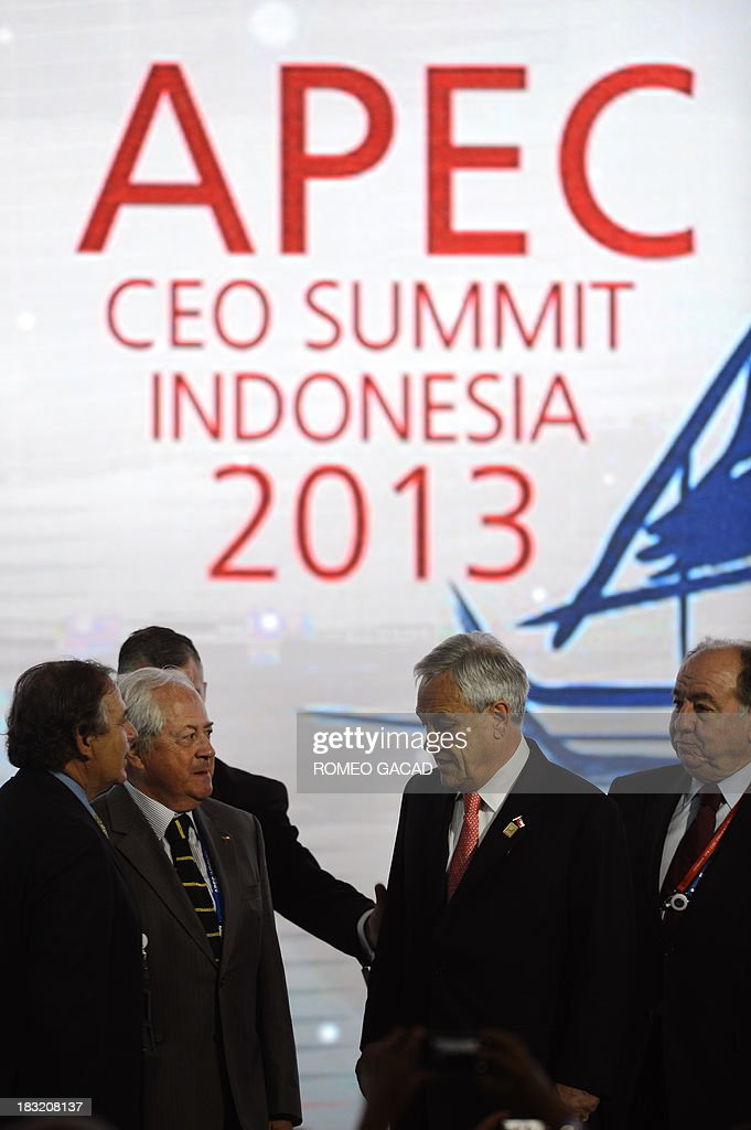 Chile's President Sebastian Pinera (C) departs after delivering his address at the Asia Pacific Economic Cooperation CEO summit attended by leaders of APEC member countries and top international business executives in Nusa Dua on the Indonesian resort island of Bali on October 6, 2013. The APEC summit will take place from October 7 to 8 with 21 world leaders participating in the event. AFP PHOTO / ROMEO GACAD