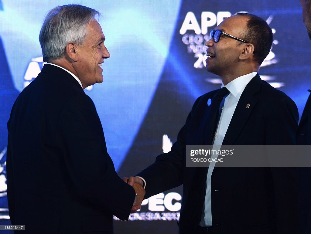 Chile's President Sebastian Pinera (L) shakes hands with Indonesian Finance Minister Chatib Basri (R) after a forum at the Asia Pacific Ecomic Cooperation CEO summit attended by leaders of APEC member countries and top international business executives in Nusa Dua on the Indonesian resort island of Bali on October 6, 2013. Leaders of the 21-member APEC grouping are arriving in Bali ahead of the leader's summit on October 7-8.