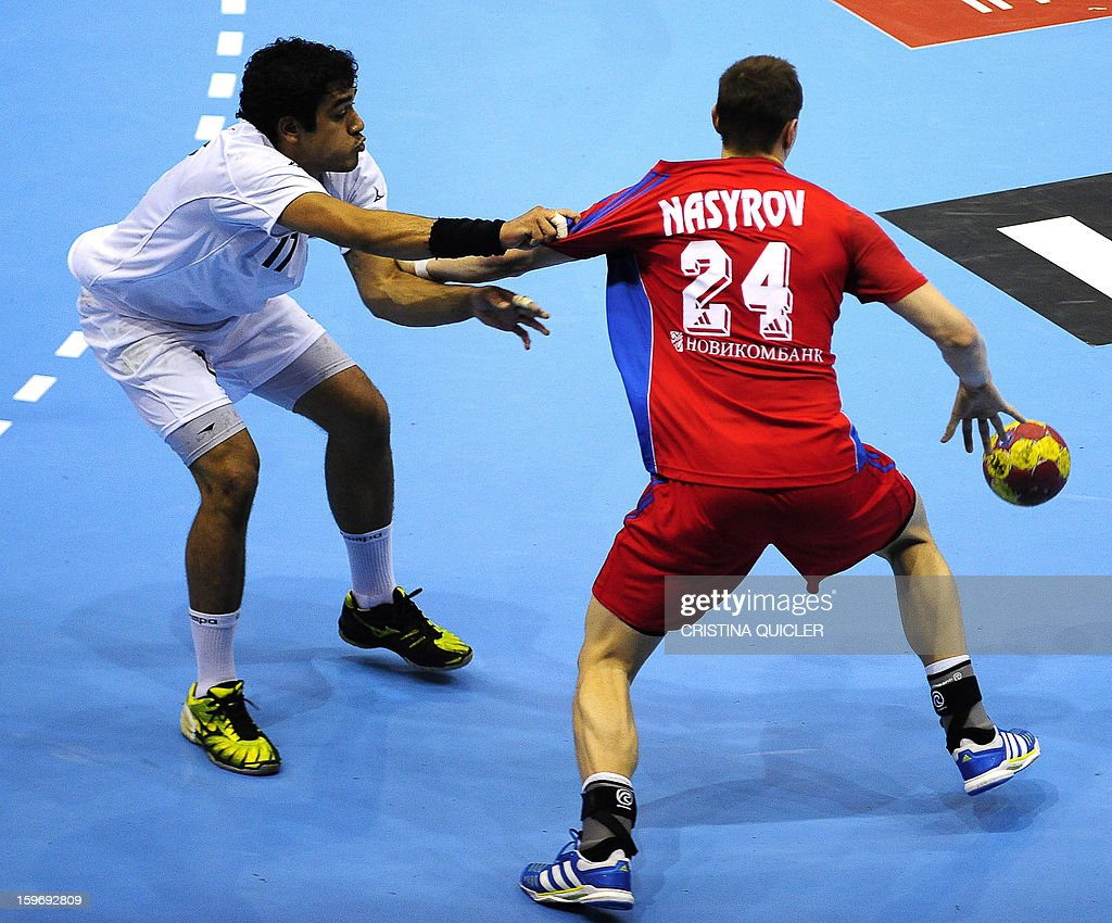Chile's right wing Felipe Maurin (L) vies with Russia's right back Eldar Nasyrov (R) during the 23rd Men's Handball World Championships preliminary round Group B match Russia vs Chile at the Palacio de Deportes San Pablo in Sevilla on January 18, 2013. Russia won 36-24. AFP PHOTO/ CRISTINA QUICLER