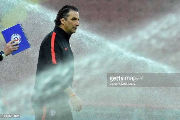 Chile's Spanish coach Juan Antonio Pizzi leads a training session during the Russia 2017 Confederations Cup football tournament at Moscow's Spartak...