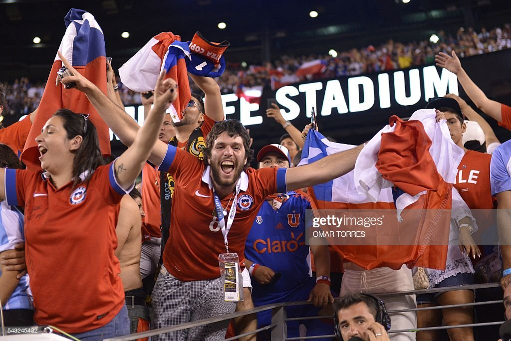 Chile's supportes celebrate after defeating Argentina in the penalty shoot-out and winning the Copa America Centenario final in East Rutherford, New Jersey, United States, on June 26, 2016. After extra-time Chile win penalty shoot-out 4-2. / AFP / Omar TORRES