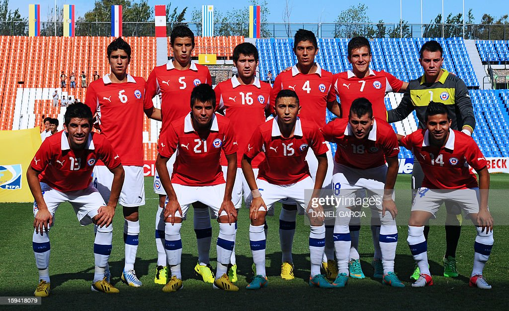 Chile's team poses before their Group A South American U-20 qualifier football match against Colombia at Malvinas Argentinas stadium in Mendoza, Argentina, on January 13, 2013. Four teams will qualify for the FIFA U-20 World Cup Turkey 2013.