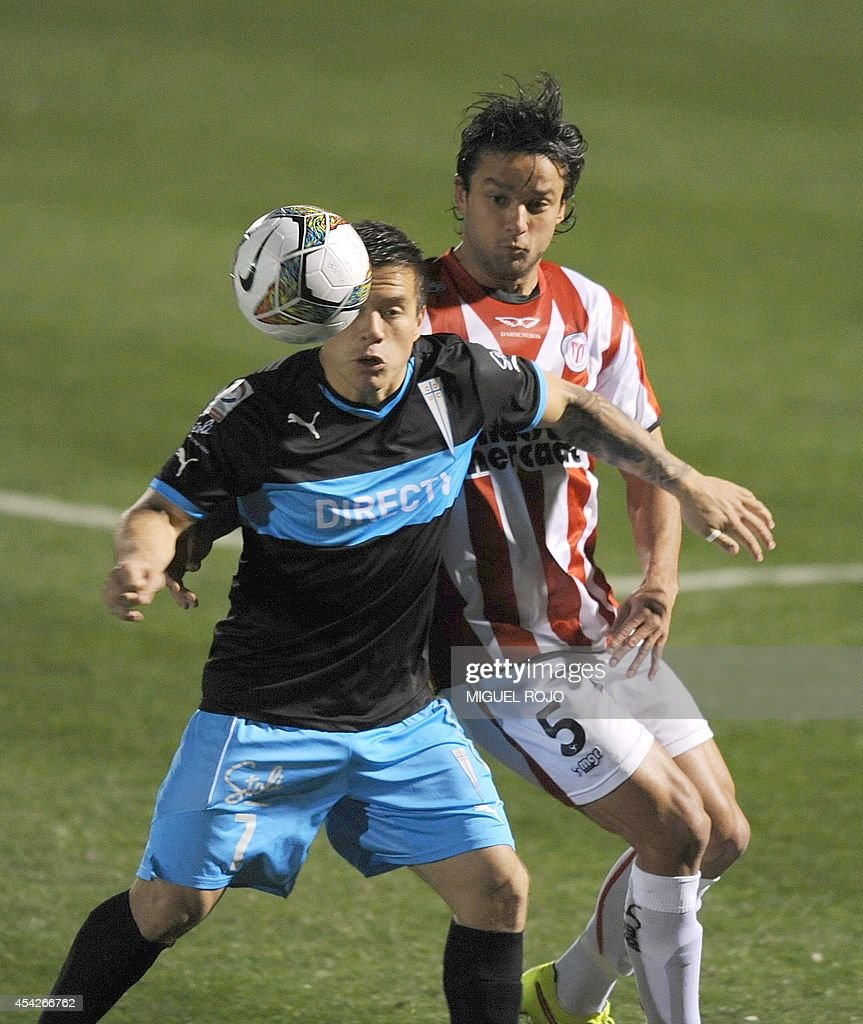 Chile's Universidad Catolica player Alvaro Ramos (L) vies for the ball with Uruguay's River Plate player Gabriel Marques during their Copa Sudamericana football match at the Franzini stadium in Montevideo on August 27, 2014. AFP PHOTO / Miguel ROJO