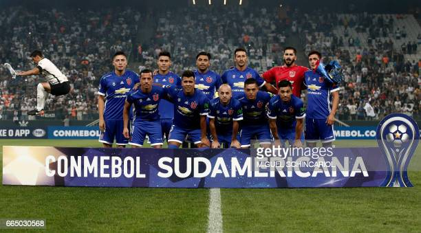 Chile's Universidad de Chile team players pose before their 2017 Sudamericana Cup football match against Brazil's Corinthians at the Arena...