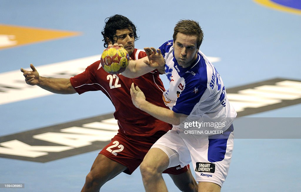 Chile's wing Patricio Martinez (L) vies with Iceland's back Stefan Rafn Sigurmannsson (R) during the 23rd Men's Handball World Championships preliminary round Group B match Chile vs Iceland at the Palacio de Deportes San Pablo in Sevilla on January 13, 2013.