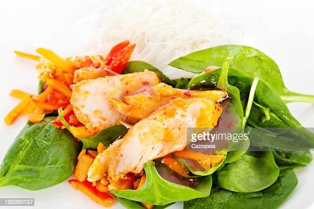 Piment Salade au poulet avec des nouilles de riz