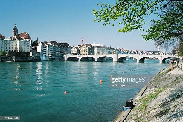 Chillen auf dem Rhein in Basel in der Schweiz