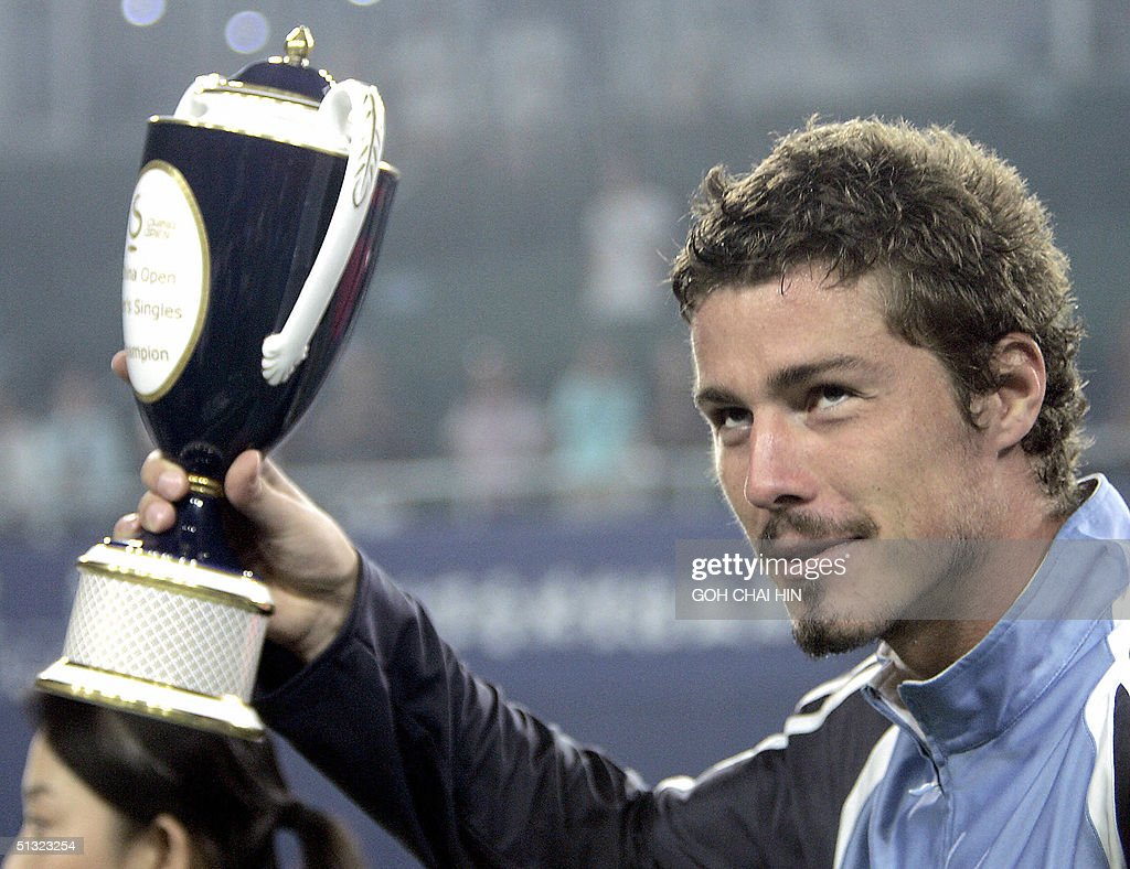 Russia s Marat Safin lifts the China Ope
