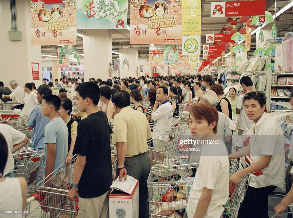 China, Shanghai, people queing up at hypermarket : Stock Photo