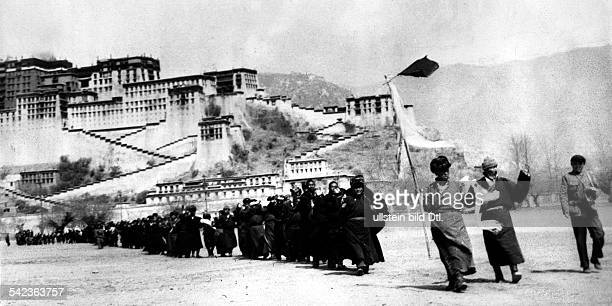 Tibetan uprising march 1959 Tibetan insurgents surrender to Chinese troops in Lhasa In the background the Potala Palace of the Dalai Lama Lhasa March...