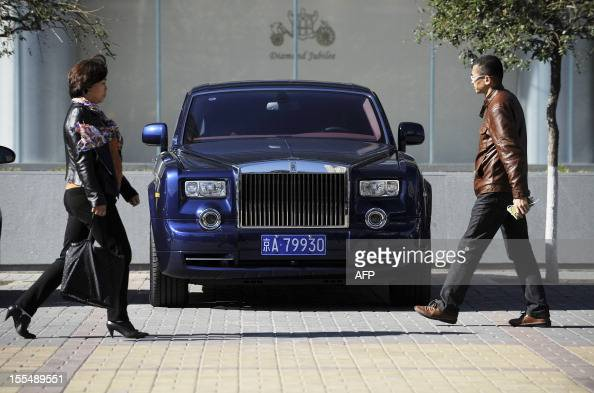 ChinapoliticscongressnationalismFOCUS by Patrick Lescot This picture taken on October 31 pedestrians walk past a RollsRoyce outside an auto shop in...