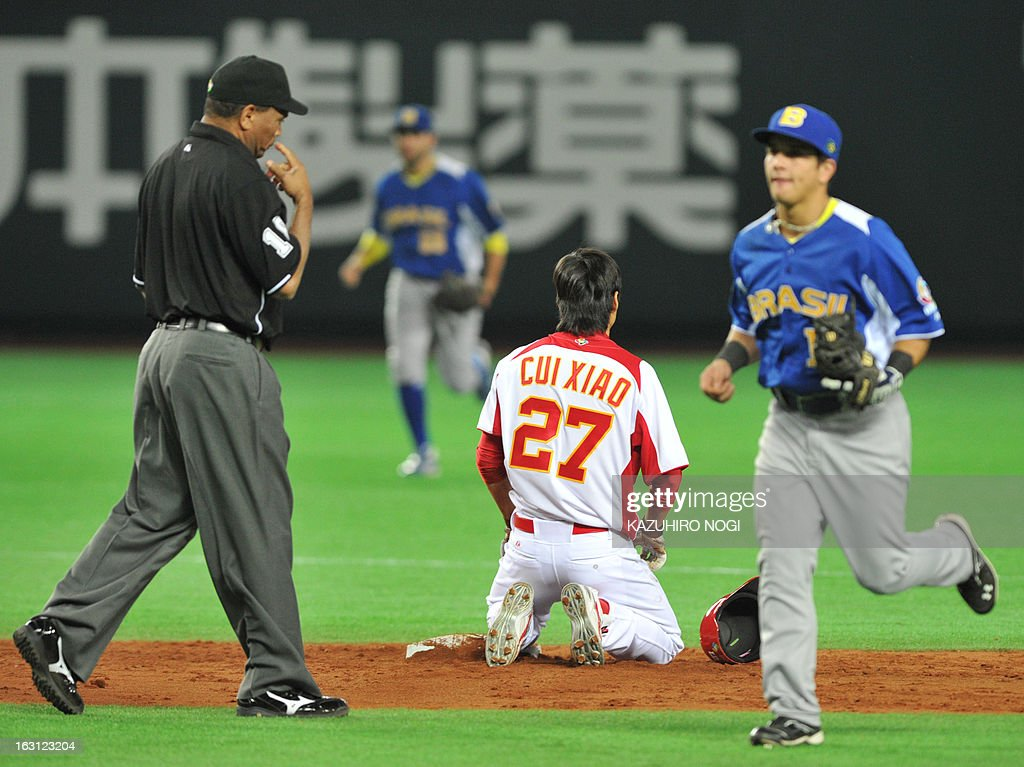 China's Cui Xiao (2nd R) reacts after his steal failure against Brazil during the fifth inning of their first-round Pool A game in the World Baseball Classic tournament in Fukuoka on March 5, 2013.