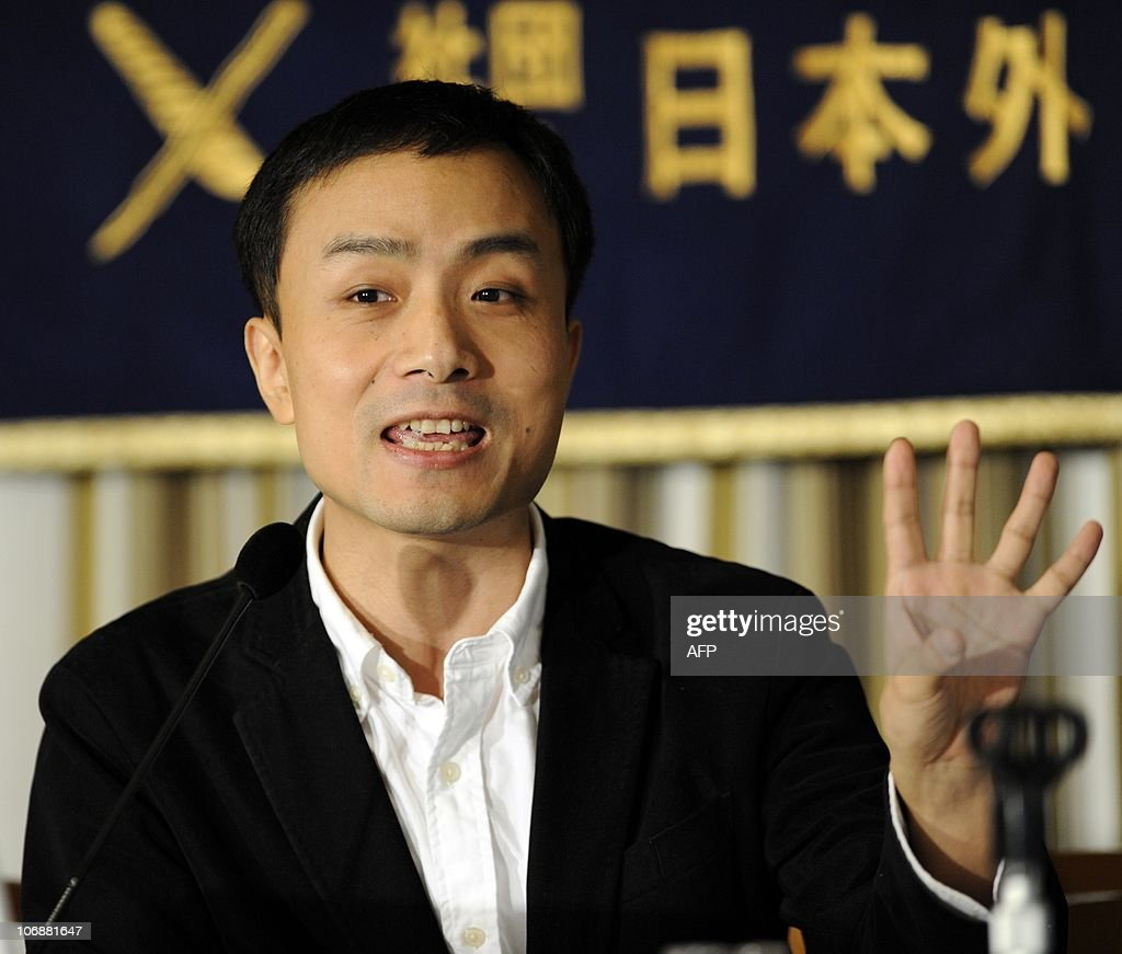 China's famous liberal blogger Michael Anti speaks to the press in Tokyo on November 15, 2010. A lack of meaningful communications between Japan and China have resulted in the recent angry bilateral flare-up, the Chinese blogger said. AFP PHOTO / Yoshikazu TSUNO