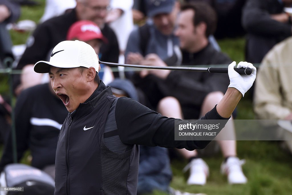 China's Li Haotong yawns before starting on the 1st tee during the first round of the 100th French Golf Open on July 30, 2016 at Le Golf National in Guyancourt, near Paris. / AFP / DOMINIQUE
