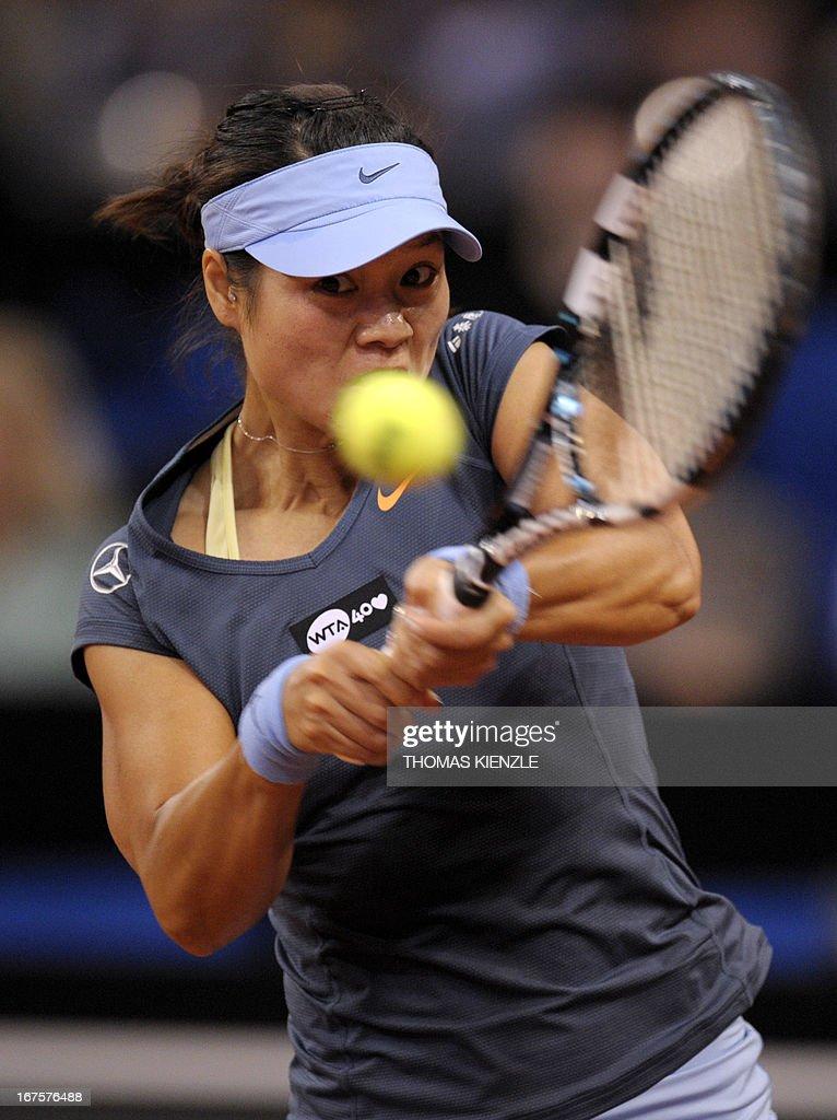 China's Li Na returns the ball to Czech's Petra Kvitova in their quarter final of the WTA Porsche Tennis Grand Prix in Stuttgart, southwestern Germany, on April 26, 2013.