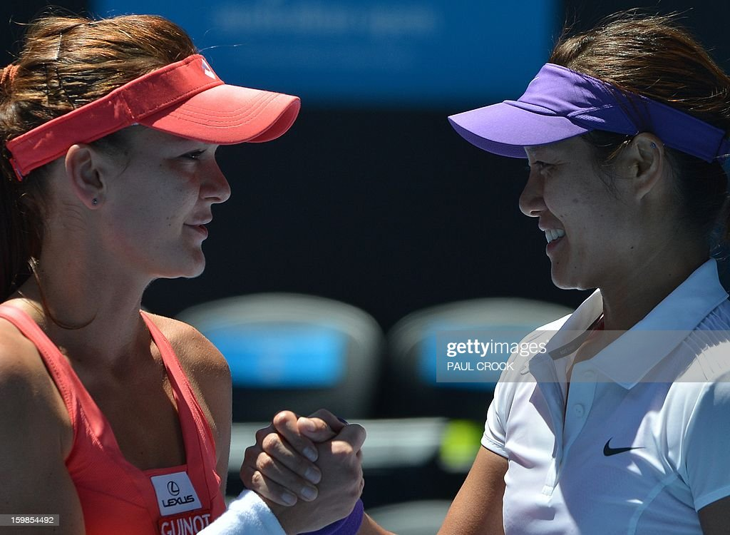 China's Li Na (R) shakes hands with Poland's Agnieszka Radwanska after her victory during their women's singles match on day nine of the Australian Open tennis tournament in Melbourne on January 22, 2013. AFP PHOTO / PAUL CROCK IMAGE STRICTLY RESTRICTED TO EDITORIAL USE - STRICTLY NO COMMERCIAL USE