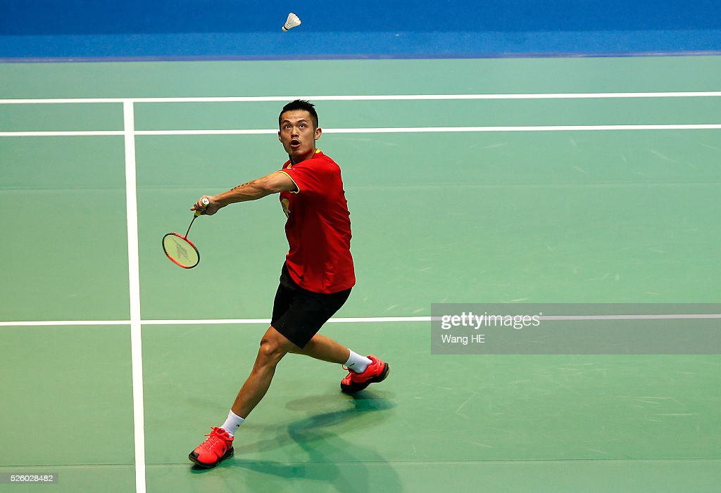 China's Lin Dan returns a shot to Lee Dong Keun of Korea during the 2016 Asia badminton championship in Wuhan,Hubei province, China, April 29, 2016.