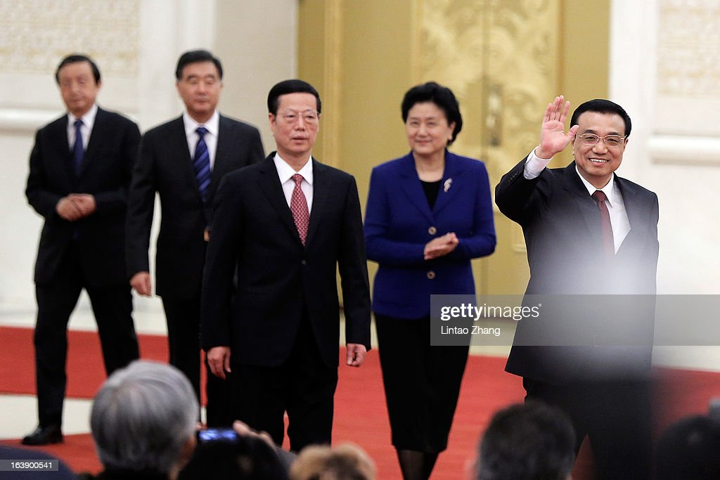 ) China's newly-elected Premier Li Keqiang (R-L)) waves as he is flanked by newly-elected vice premiers Liu Yandong, Zhang Gaoli, Wang Yang and Ma Kai attend his first press conference after the closing session of the National People's Congress (NPC) at the Great Hall of the People on March 17, 2013 in Beijing, Li Keqiang was elected as China's Premier last Friday at the 12th National People's Congress, the country's top legislature.