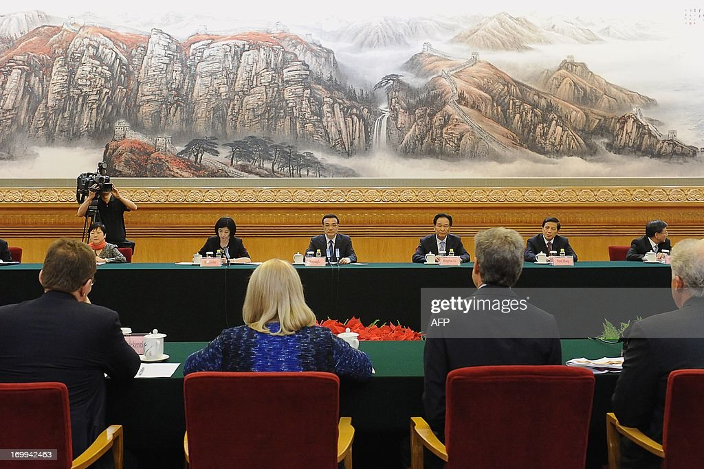 China's Premier Li Keqiang (C) delivers a speech as he meets with CEOs who will attend the Chengdu Fortune Forum at the Great Hall of the People in Beijing on June 5, 2013. The Fortune Global Forum will be held from 6-8 June in Chengdu, southwest China's Sichuan province.