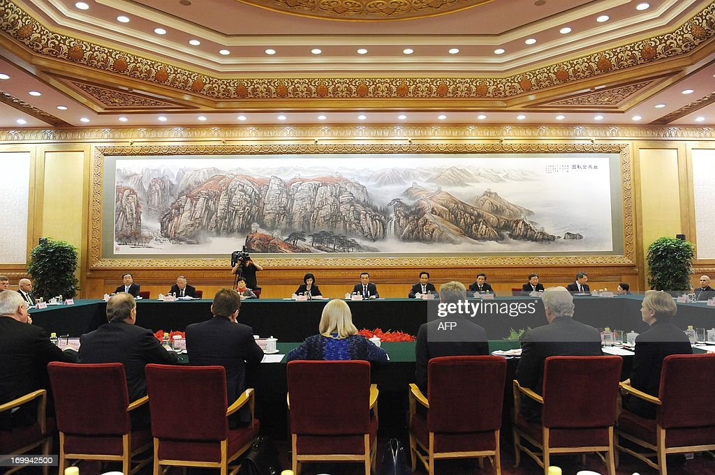 China's Premier Li Keqiang (back-C) delivers a speech as he meets with CEOs who will attend the Chengdu Fortune Forum at the Great Hall of the People in Beijing on June 5, 2013. The Fortune Global Forum will be held from 6-8 June in Chengdu, southwest China's Sichuan province.