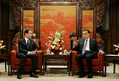 China's Premier Li Keqiang talks with Japanese Foreign Minister Fumio Kishida during a meeting at Zhongnanhai in Beijing on April 30 2016 / AFP /...