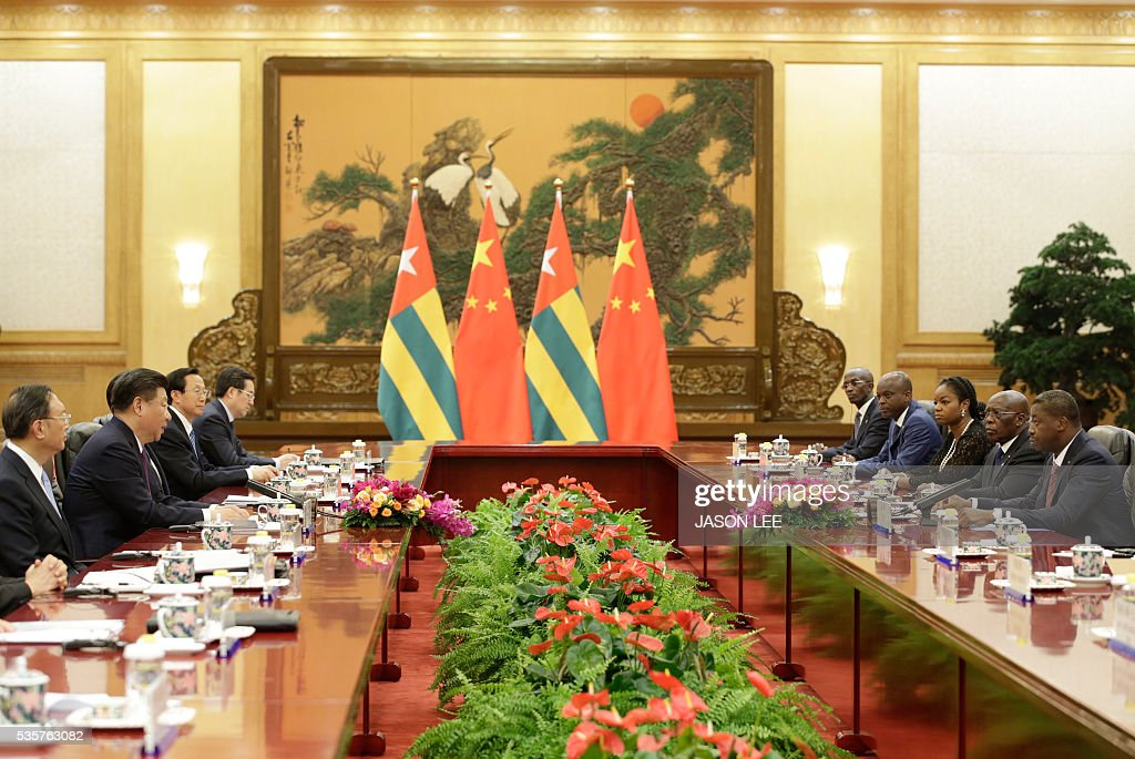 China's President Xi Jinping (2nd L) attends a meeting with Togo's President Faure Gnassingbe (R) at the Great Hall of the People in Beijing on May 30, 2016. / AFP / POOL / JASON LEE