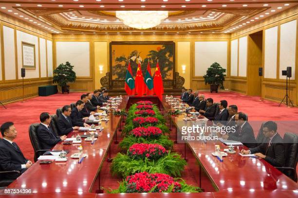 China's President Xi Jinping talks to Maldives' President Abdulla Yameen at the Great Hall of the People in Beijing on December 7 2017 / AFP PHOTO /...