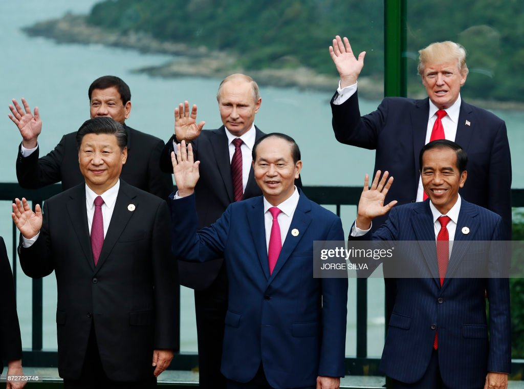 China's President Xi Jinping, Vietnam's President Tran Dai Quang, Indonesia's President Joko Widodo, (back L to R) Philippine President Rodrigo Duterte, Russia's President Vladimir Putin and US President Donald Trump pose during the 'family photo' during the Asia-Pacific Economic Cooperation (APEC) leaders' summit in the central Vietnamese city of Danang on November 11, 2017. World leaders and senior business figures are gathering in the Vietnamese city of Danang this week for the annual 21-member APEC summit. /