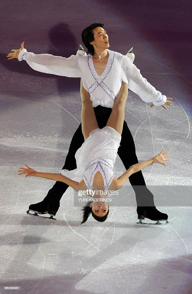 China's Qing Pang and Jian Tong perform during the exhibition gala of the World Figure Skating Championships on March 28, 2010 at the Palavela ice-rink in Turin. AFP PHOTO / YURI KADOBNOV
