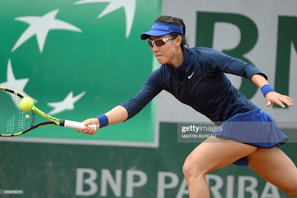 China's Saisai Zheng returns the ball to Slovakia's Dominika Cibulkovaduring their women's first round match at the Roland Garros 2016 French Tennis Open in Paris on May 24, 2016. / AFP / MARTIN