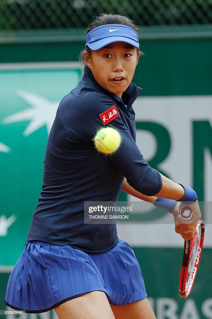 China's Shuai Zhang returns the ball to Kazakhstan's Galina Voskoboeva during their women's first round match at the Roland Garros 2016 French Tennis Open in Paris on May 24, 2016. / AFP / THOMAS