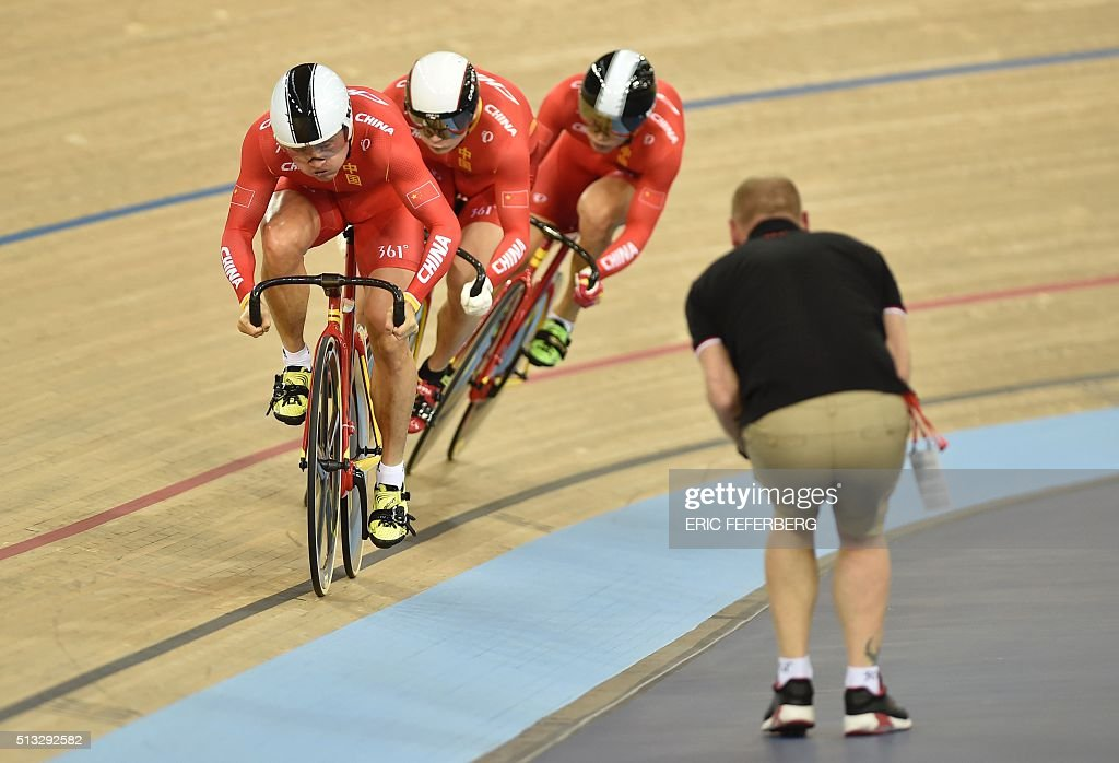 TOPSHOT - China's team compete in the Men's team sprint qualification during the 2016 Track Cycling World Championships at the Lee Valley VeloPark in London on March 2, 2016 / AFP / Eric FEFERBERG