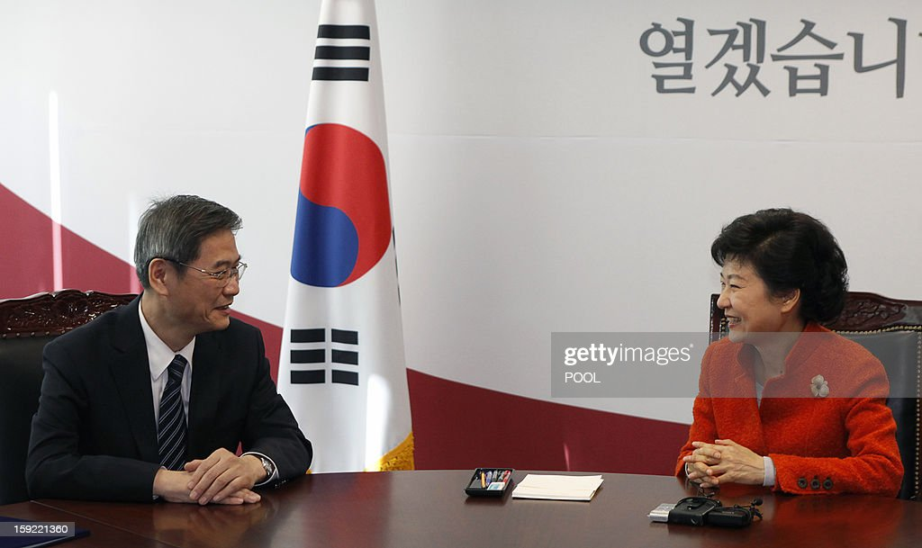 China's Vice Foreign Minister Zhang Zhijun (L) speaks with South Korea's president-elect Park Geun-Hye during their meeting at Park's office in Seoul January 10, 2012. The meeting took place as part of discussions on the development of bilateral ties between South Korea and China. AFP PHOTO / POOL / Kim Hong-Ji
