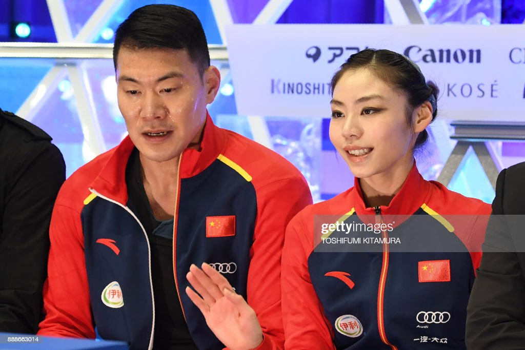 Китай: единым форматом - Страница 38 Chinas-yu-xiaoyu-and-zhang-hao-react-after-competing-during-the-pairs-picture-id888663014