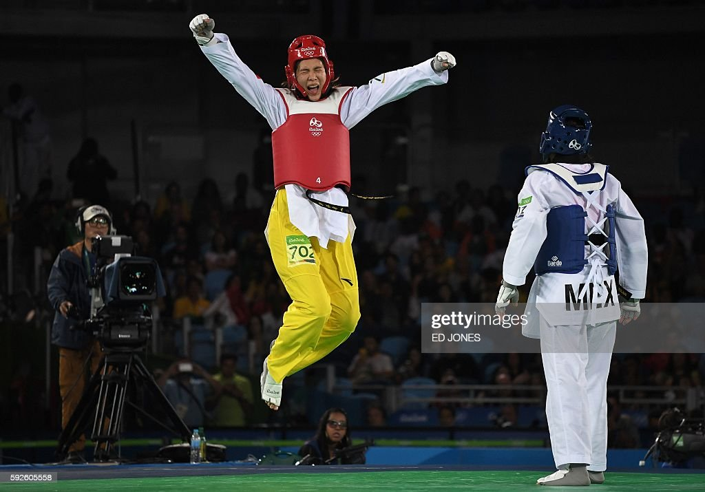 TOPSHOT China's Zheng Shuyin celebrates after winning against Mexico's Maria del Rosario Espinoza Espinoza in the womens taekwondo gold medal bout in...