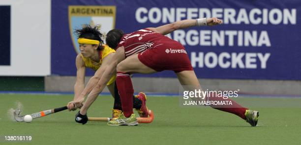 China'sBaorong Fu and England's Kate Walsh vie for the ball during their Champions Trophy 2012 field hockey match in Rosario Santa Fe Argentina on...