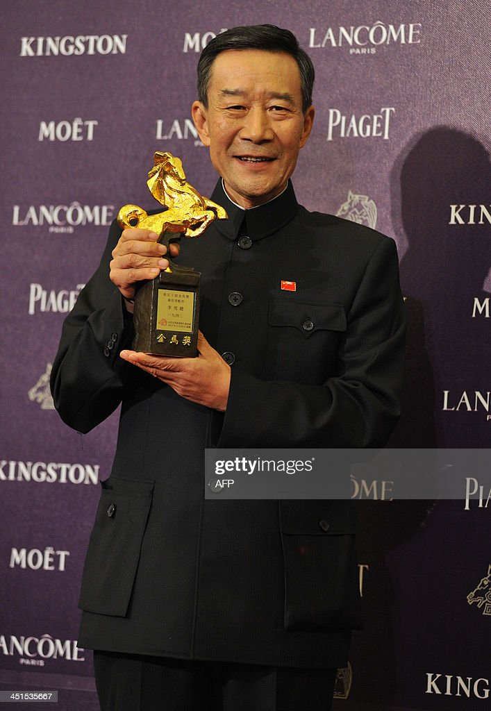 Chinese actor Xuejian Li holds a trophy after winning the Best Supporting Actor at the 50th Golden Horse Film Awards in Taipei, on November 23, 2013. Stars from China, Hong Kong, Singapore and Taiwan gathered for this year's Golden Horse Film Awards with Wong Kar-wai's martial arts epic 'The Grandmaster' leading the race with 11 nominations. AFP PHOTO / Mandy CHENG