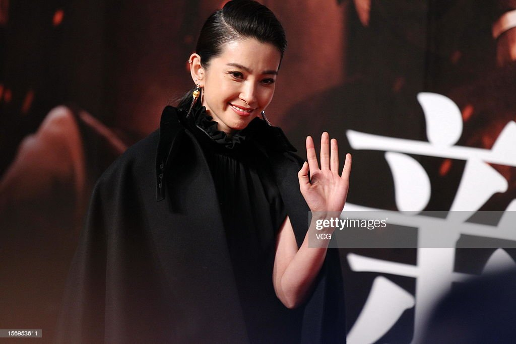 Chinese actress Li Bingbing attends 'Back To 1942' Premiere at National Indoor Stadium on November 25, 2012 in Beijing, China.