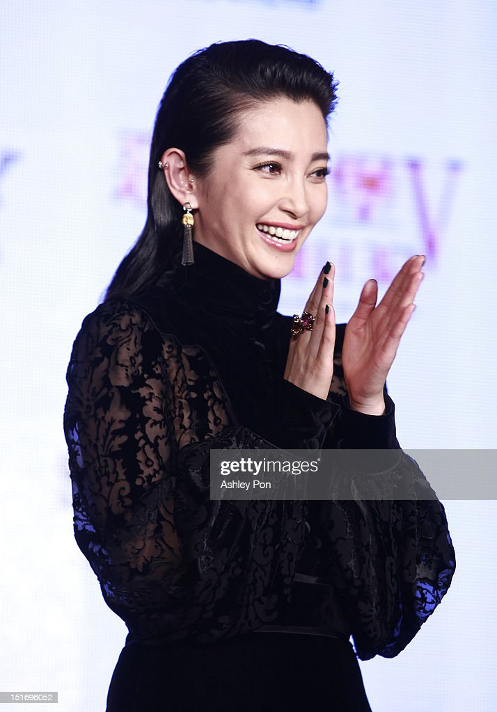 Chinese actress/singer Li Bingbing arrives at the 'Resident Evil 5: Retribution' premiere on September 10, 2012 in Taipei, Taiwan.