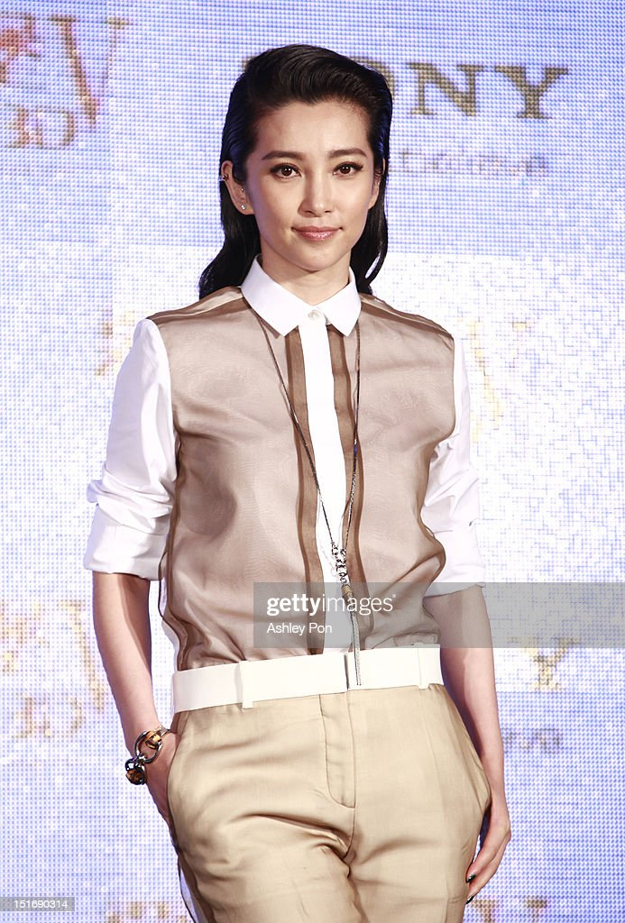 Chinese actress/singer <a gi-track='captionPersonalityLinkClicked' href=/galleries/search?phrase=Li+Bingbing&family=editorial&specificpeople=697017 ng-click='$event.stopPropagation()'>Li Bingbing</a> poses during the 'Resident Evil 5: Retribution' press conference on September 10, 2012 in Taipei, Taiwan.