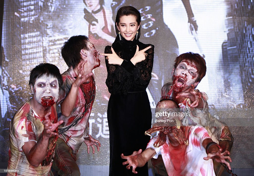 Chinese actress/singer <a gi-track='captionPersonalityLinkClicked' href=/galleries/search?phrase=Li+Bingbing&family=editorial&specificpeople=697017 ng-click='$event.stopPropagation()'>Li Bingbing</a> (Center) poses for a photograph at the 'Resident Evil 5: Retribution' premiere on September 10, 2012 in Taipei, Taiwan.