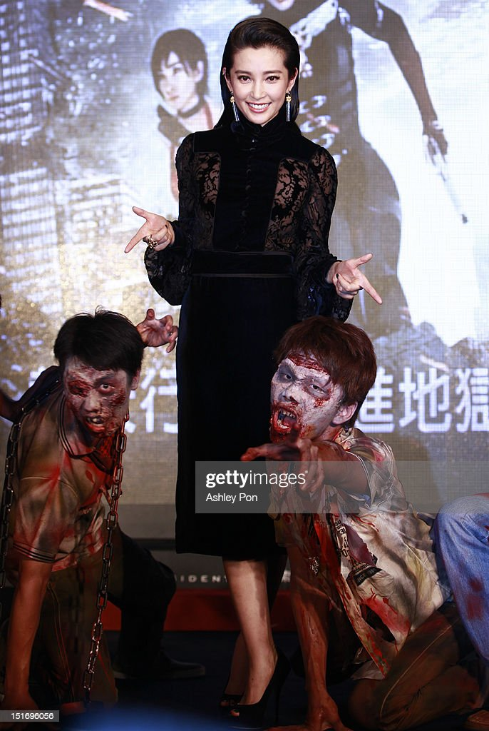Chinese actress/singer Li Bingbing (Center) poses for a photograph at the 'Resident Evil 5: Retribution' premiere on September 10, 2012 in Taipei, Taiwan.