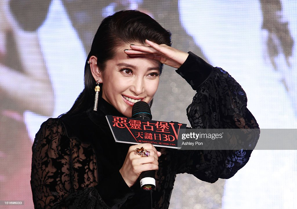 Chinese actress/singer Li Bingbing speaks at the 'Resident Evil 5: Retribution' premiere on September 10, 2012 in Taipei, Taiwan.
