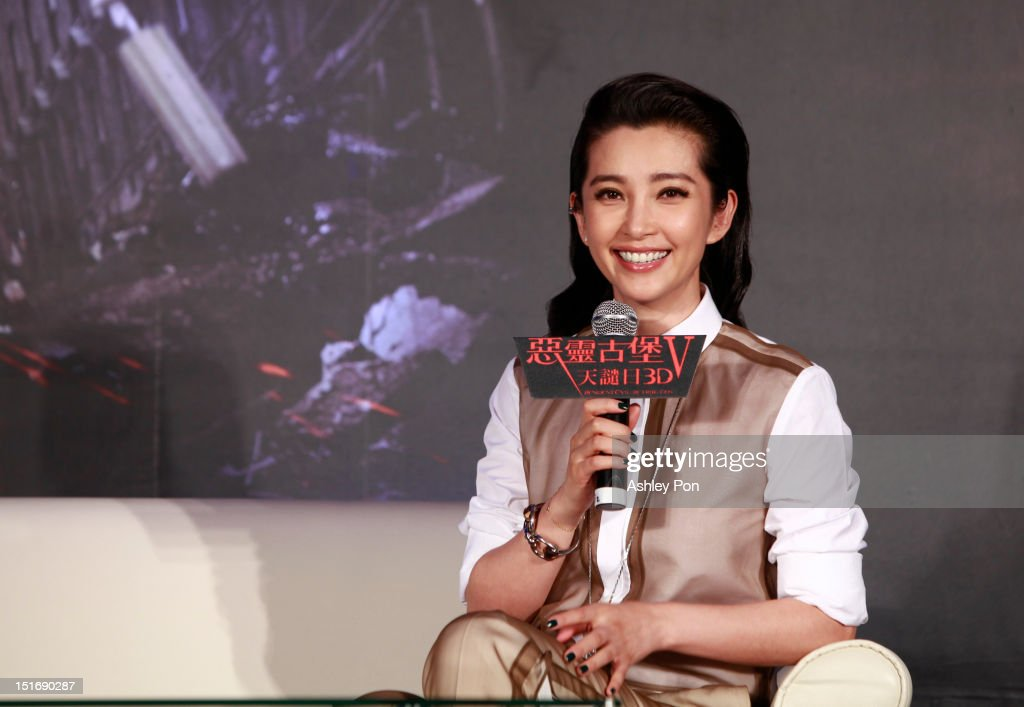 Chinese actress/singer <a gi-track='captionPersonalityLinkClicked' href=/galleries/search?phrase=Li+Bingbing&family=editorial&specificpeople=697017 ng-click='$event.stopPropagation()'>Li Bingbing</a> speaks during the 'Resident Evil 5: Retribution' press conference on September 10, 2012 in Taipei, Taiwan.