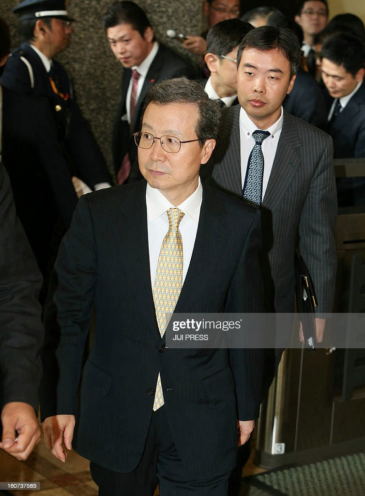 Chinese ambassador to Japan Cheng Yonghua leaves the Foreign Ministry in Tokyo after meeting with Japanese Vice Foreign Minister Akitaka Saiki on February 5, 2013. Tokyo summoned China's envoy in protest at what it says was another incursion into its territorial waters, after Beijing's ships sailed near islands at the centre of a bitter dispute. JAPAN